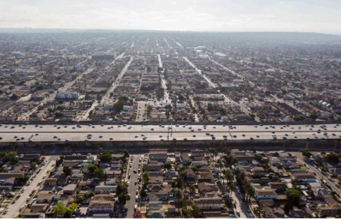 California pollution: Latinos, blacks breathe 40 percent more pollution than whites in California, study says